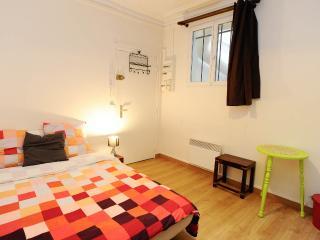 Cheerful Apartment in Montmartre, Paris - Paris vacation rentals