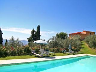 "Farmhouse apartment ""The Arches"" w/pool & garden - Loro Ciuffenna vacation rentals"