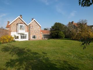 Sunny 6 bedroom Brancaster Cottage with Internet Access - Brancaster vacation rentals