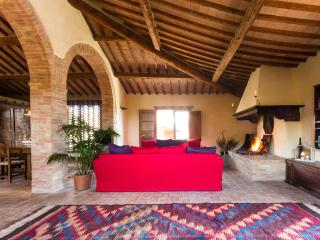 Montecaprili farmhouse: Archi apartment - Montalcino vacation rentals