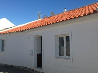 Nice new house in  countryside close to the Beach - Mexilhoeira Grande vacation rentals