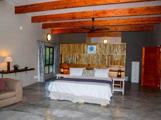 Nice Villa with A/C and Satellite Or Cable TV - Skukuza vacation rentals