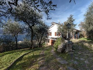 Bright Villa with Internet Access and Satellite Or Cable TV - Torri del Benaco vacation rentals
