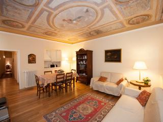 Central apartment in Florence, three bedrooms, sle - Florence vacation rentals