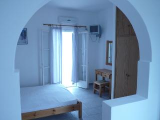 Sunny Studio with Internet Access and A/C - Naoussa vacation rentals