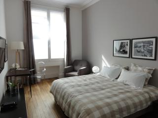 Luxury  2 Bed 2 Bath apt 5 min walk  Eiffel Tower - Paris vacation rentals