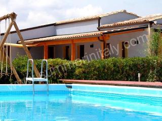 Charming Chiaramonte Gulfi House rental with Deck - Chiaramonte Gulfi vacation rentals