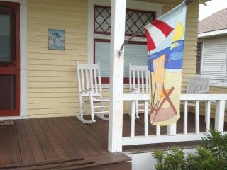 2 bedroom Bungalow with Internet Access in Galveston - Galveston vacation rentals