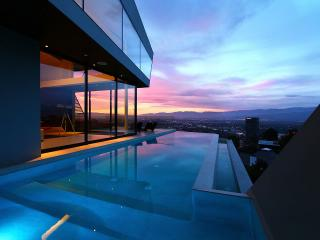 Modern Mulholland Estate - Hollywood vacation rentals