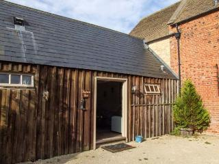 SHEPHERD'S REST, shared swimming pool, off road parking, gravel garden, in Lechlade-on-Thames near Cirencester, Ref 31096 - Cotswolds vacation rentals