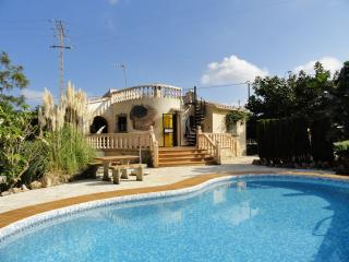 Villa in Denia on the Costa Blanca, with 3-bedrooms, private pool, large terrace and garden - Paris vacation rentals