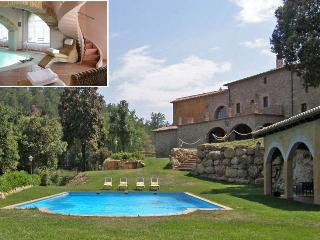 Luxury Manor, outdoor & indoor Pool - Castelltercol vacation rentals