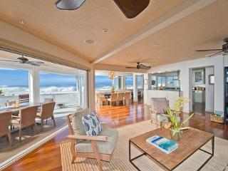 Luxurious and private 3 home estate with jacuzzi on Pipeline Beach - North Shore vacation rentals