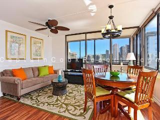 One bedroom (sleeps 4), full kitchen, washer/dryer, WiFi, pool & parking! - Oahu vacation rentals