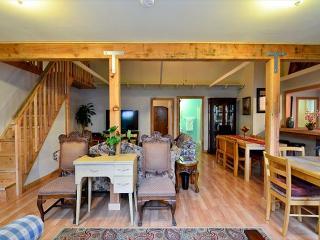 Willow Creek Retreat 4 Bd/2 Ba with King Suite- Sun & Fun! - Willow Creek vacation rentals