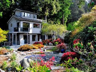 Moonstone House-Spacious & Redwoods, Ponds, Waterfalls & Beach Nearby - Trinidad vacation rentals