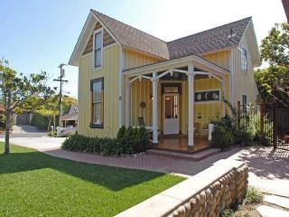 Historic Victoria Cottage just a short walk to Windansea Beach - La Jolla vacation rentals