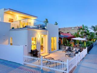 Brand New Condo, Steps from Mission Beach & Bay, Spacious Deck, Great Sunsets - San Diego vacation rentals