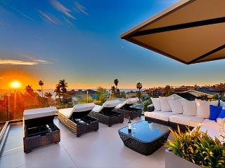 Modern luxury meets classic comforts - private spa, ocean view roof deck - La Jolla vacation rentals
