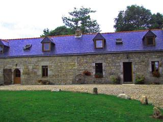 Beautiful Gite with Satellite Or Cable TV and Microwave - Ploerdut vacation rentals