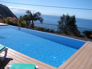 Comfortable Cottage with Deck and Satellite Or Cable TV in Calheta - Calheta vacation rentals