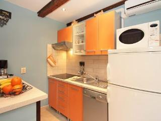 2 bedroom Apartment with Internet Access in Krnica - Krnica vacation rentals