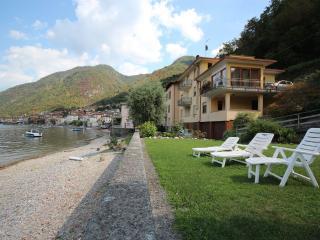 POZZUOLO - Lezzeno vacation rentals