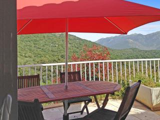 Spacious apartment in a villa in Sartène, South Corsica, with terrace, garden and mountain views - Giuncheto vacation rentals