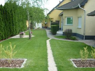 Apartement im Ferienhaus-Donau - Central Transdanubia vacation rentals