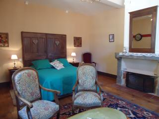 chambres d'hôtes l'Ancienne Poste Arago - Villefranche-de-Conflent vacation rentals