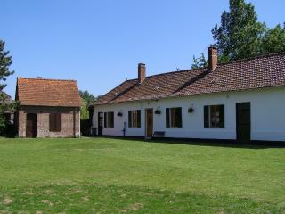 Beautiful Traditional Farmhouse in Quiet Village - Hesdin vacation rentals