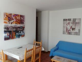 Apartment in the center, 3 minutes to the  beach - Calella vacation rentals