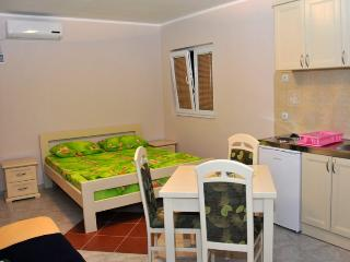 4-bed studio at M&D No.1 - Budva vacation rentals