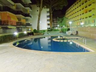 appt 5 pers. piscine, parking, 150 m de la plage - Salou vacation rentals