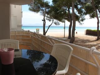 Seaview apartment. Alcudia's beachfront. - Majorca vacation rentals
