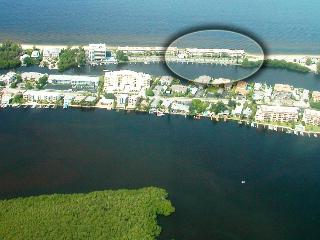 Beachfront - SIESTA KEY - 2B/2B - Pool -Boat Docks - Siesta Key vacation rentals