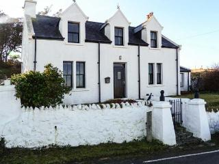 MINCH VIEW, family friendly, character holiday cottage, with a garden in Kendram, Ref 3786 - Uig vacation rentals