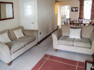 APPLE TREE COTTAGE, family holiday home, woodburner, WiFi, enclosed garden, in Wotton-under-Edge, Ref 30170 - Wotton-under-Edge vacation rentals