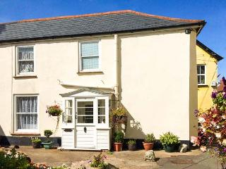 THE SQUARE, end-terrace cottage, character features, walks from door, in Watchet, Ref 919025 - Watchet vacation rentals