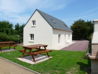 Cozy 2 bedroom Gite in Flamanville with Internet Access - Flamanville vacation rentals