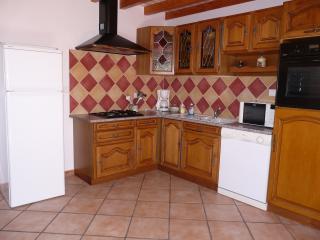 Cozy 2 bedroom Gite in Flamanville with Internet Access - Flamanville vacation rentals