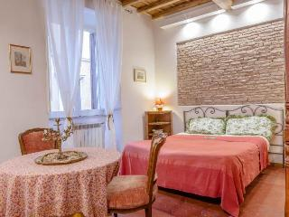 Elegant Apartment in the Historical Center of Rome Piazza Navona area - WiFi A/C - Rome vacation rentals