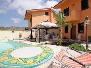 2 bedroom Condo with Internet Access in Porto Empedocle - Porto Empedocle vacation rentals