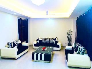 luxury bed & breakfast in south del............... - New Delhi vacation rentals