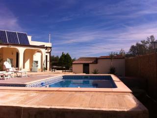 Peaceful retreat in the countryside - El Perello vacation rentals