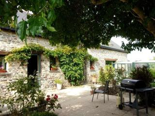 Romantic 1 bedroom Guest house in Liffre - Liffre vacation rentals
