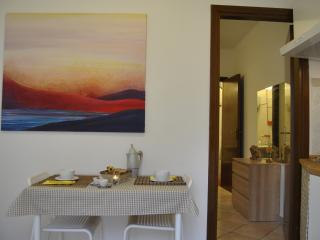 Romantic 1 bedroom Trevi Apartment with Washing Machine - Trevi vacation rentals