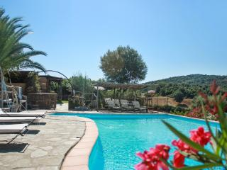 Caseddu A Vigna-Rustic Corsican holiday house w/ WIFI, air cond & shared pool - 2 adults + 2 childs - Giuncheto vacation rentals