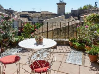 XV-XVI century house located in Pélissanne and refurbished by an architect. - Ventabren vacation rentals