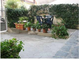 3-bedroom apartment 800m from sea - Lucca vacation rentals